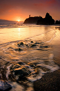 An evening of solitude on Ruby Beach, Washington in Olympic National Park just as the sun dips below the horizon. - Pacific Photograph